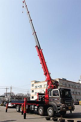 Truck-mounted-hydraulic-crane